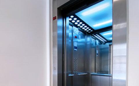 Amplio ascensor